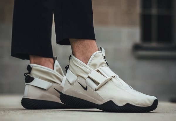 NIKE KMTR PREMIUM LIGHT BONE