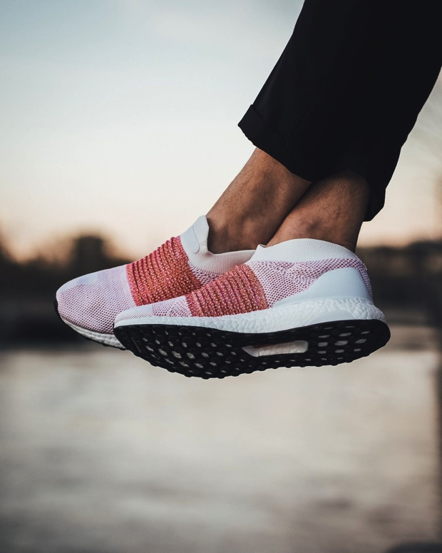 ADIDAS-ULTRABOOST-LACELESS BB6136