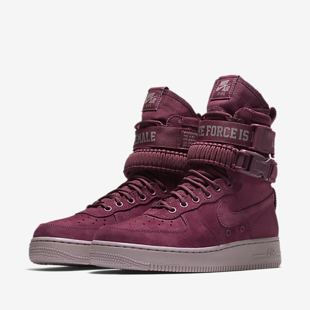 WMNS-NIKE-SPECIAL-FIELD-AIR-FORCE-1-AJ1698_600_E_PREM