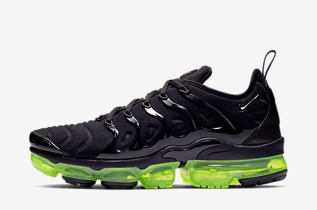 NIKE-AIR-VAPORMAX-PLUS 924453-015